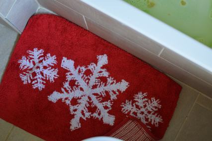 I love our festive bath towels and mats!